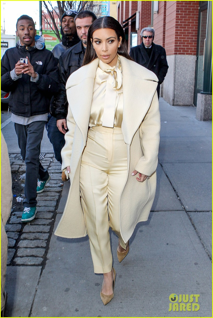 kim kardashian kanye west go shopping together in soho 103059769