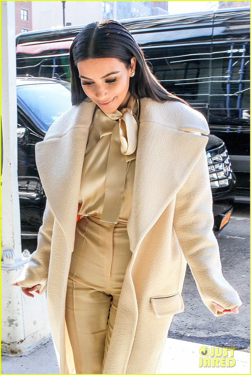 kim kardashian kanye west go shopping together in soho 12