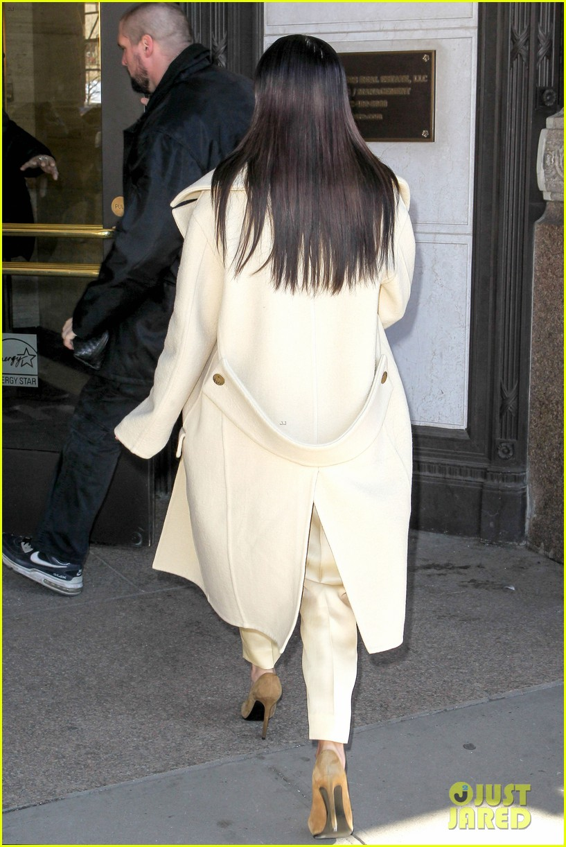 kim kardashian kanye west go shopping together in soho 183059777