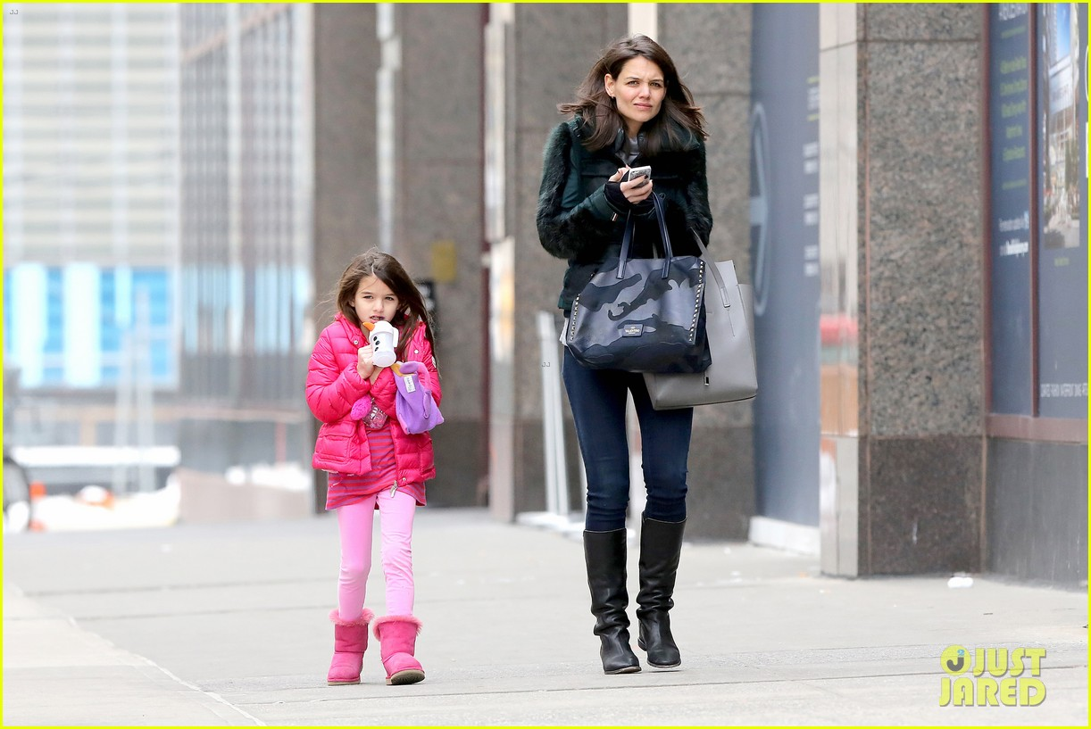 katie holmes ice skating play date with suri 11