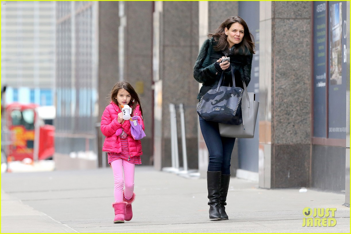 katie holmes ice skating play date with suri 23