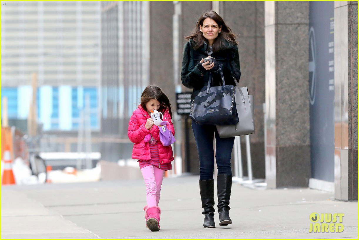 katie holmes ice skating play date with suri 243050342