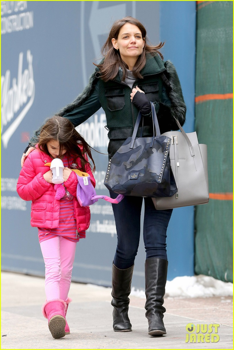 katie holmes ice skating play date with suri 25