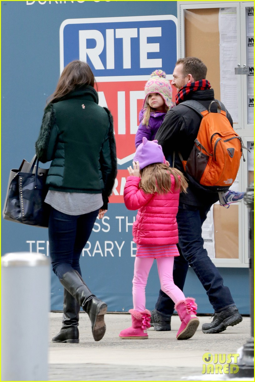 katie holmes ice skating play date with suri 283050346