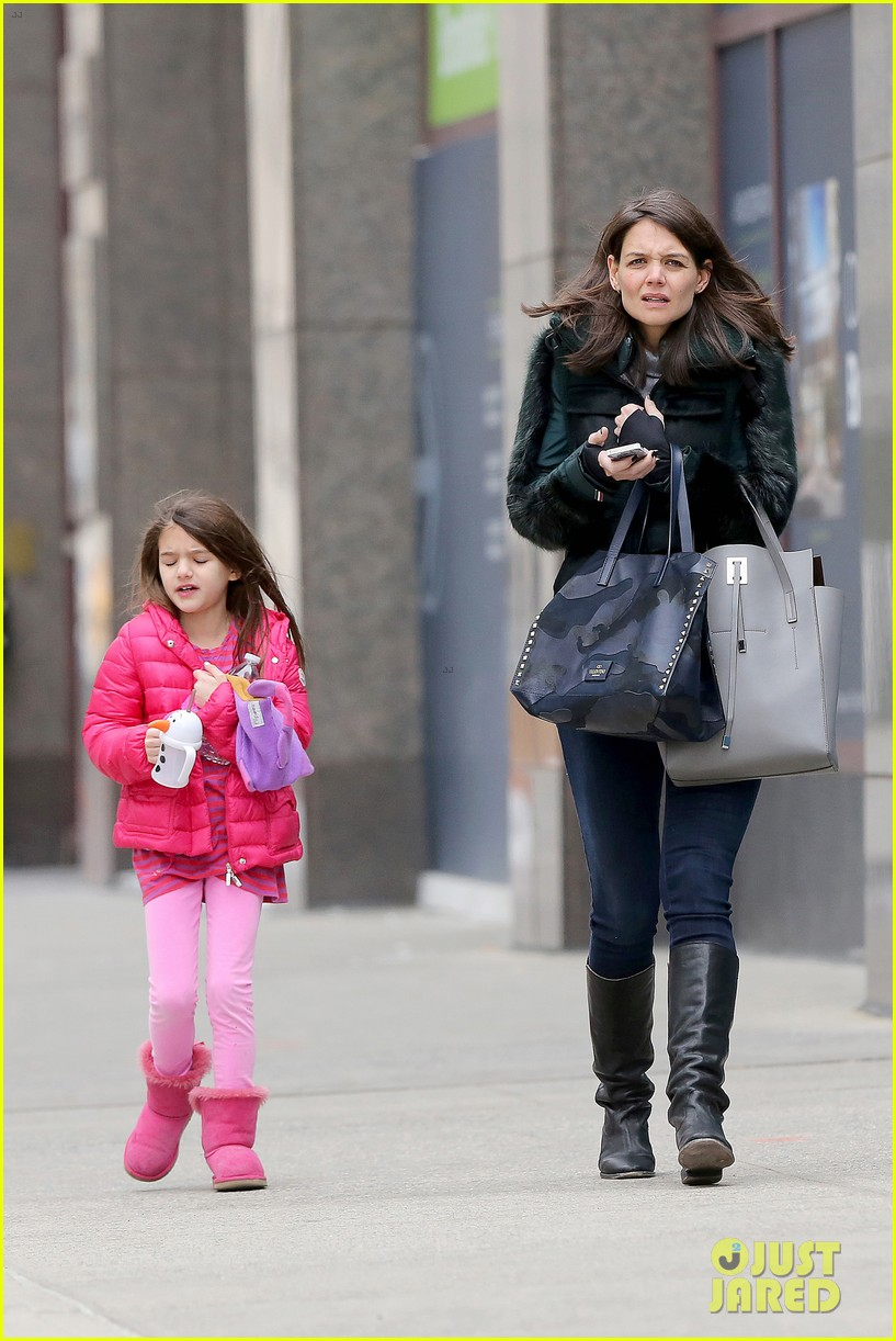 katie holmes ice skating play date with suri 363050354