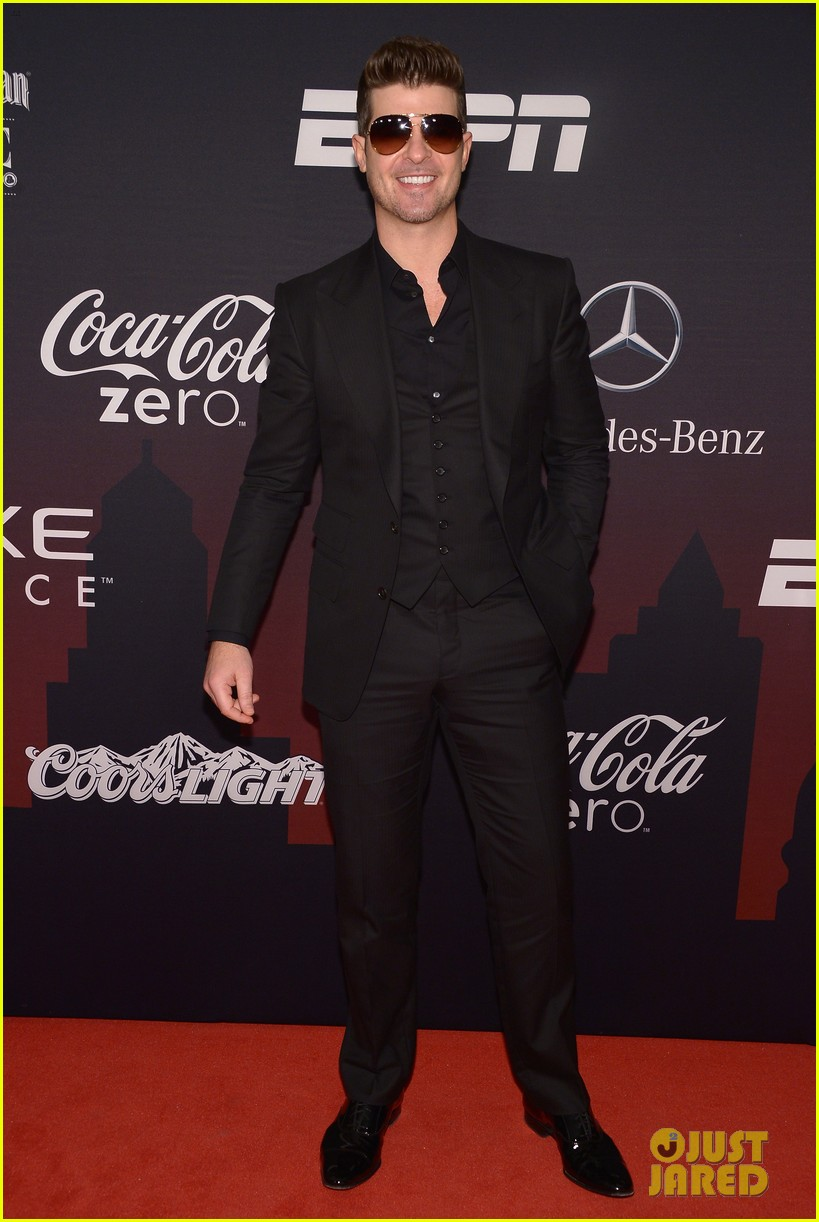 kellan lutz robin thicke espn super bowl party 2014 06