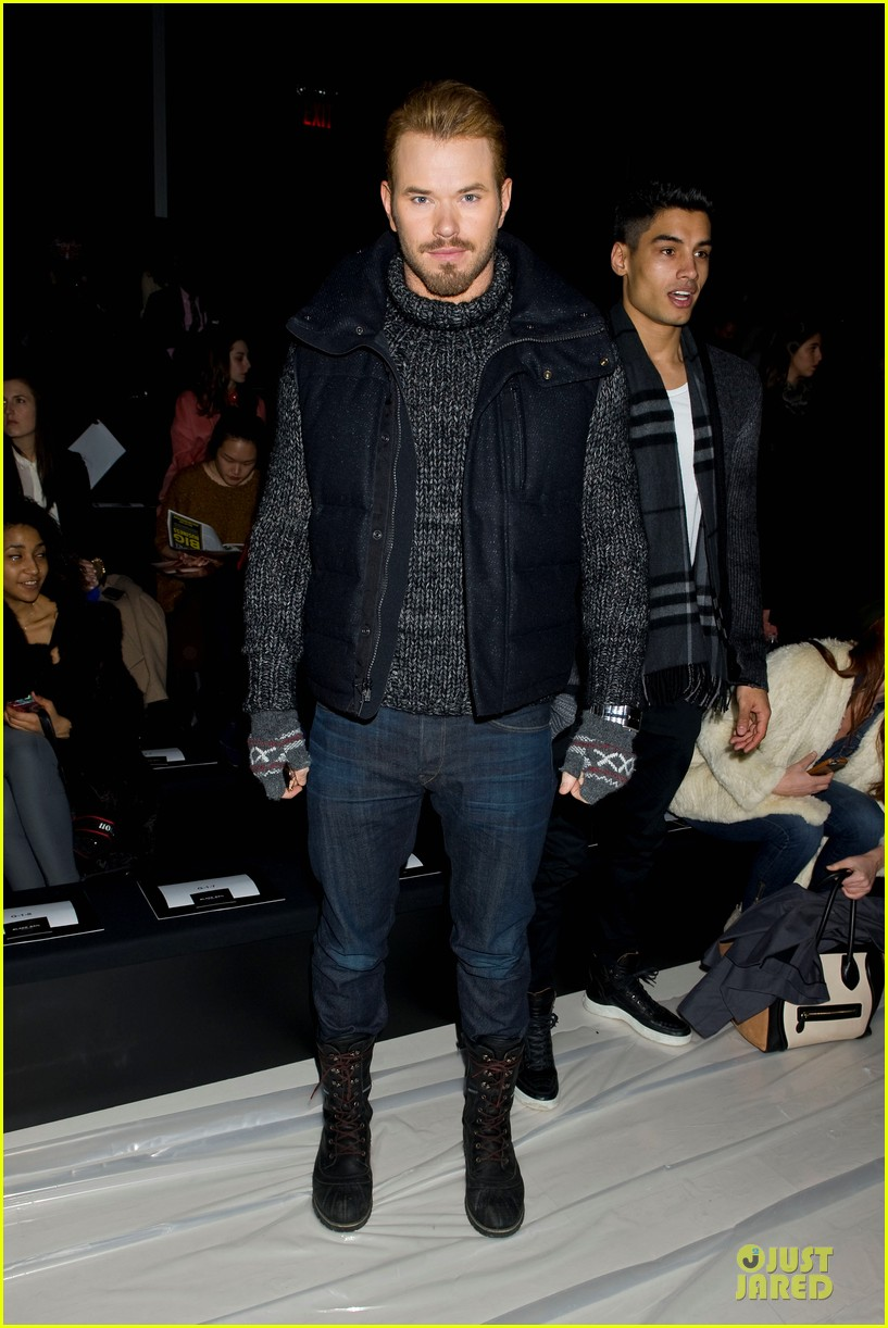 kellan lutz black sail by nautica fashion show 033049285