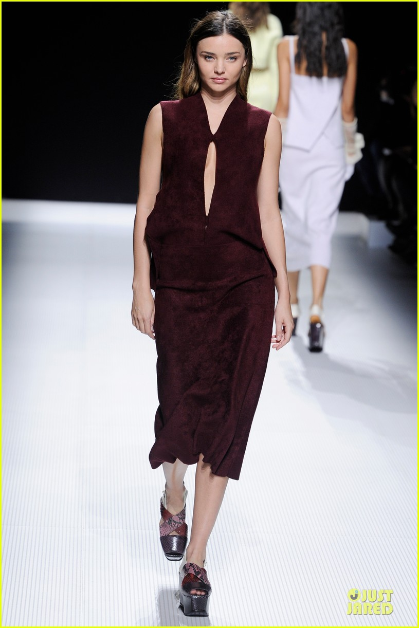 miranda kerr walks sonia rykiel fashion show 01