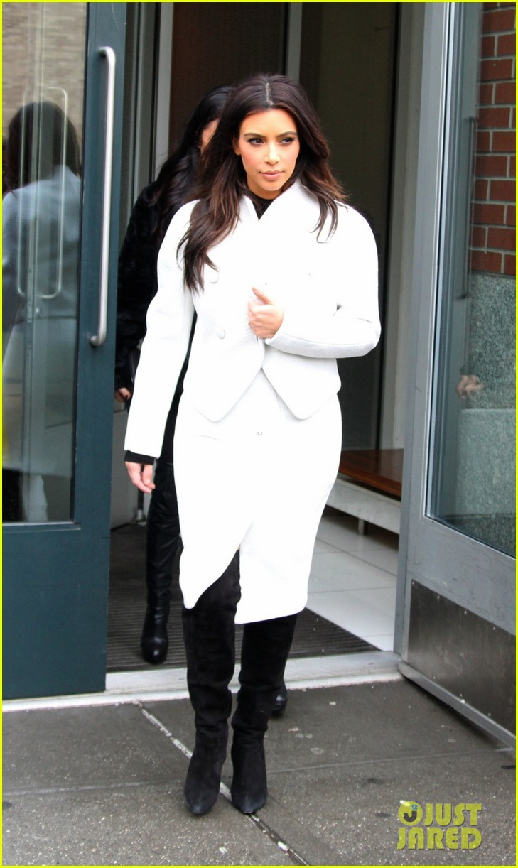 kim kardashian steps out after tonight show surprise appearance 033055708