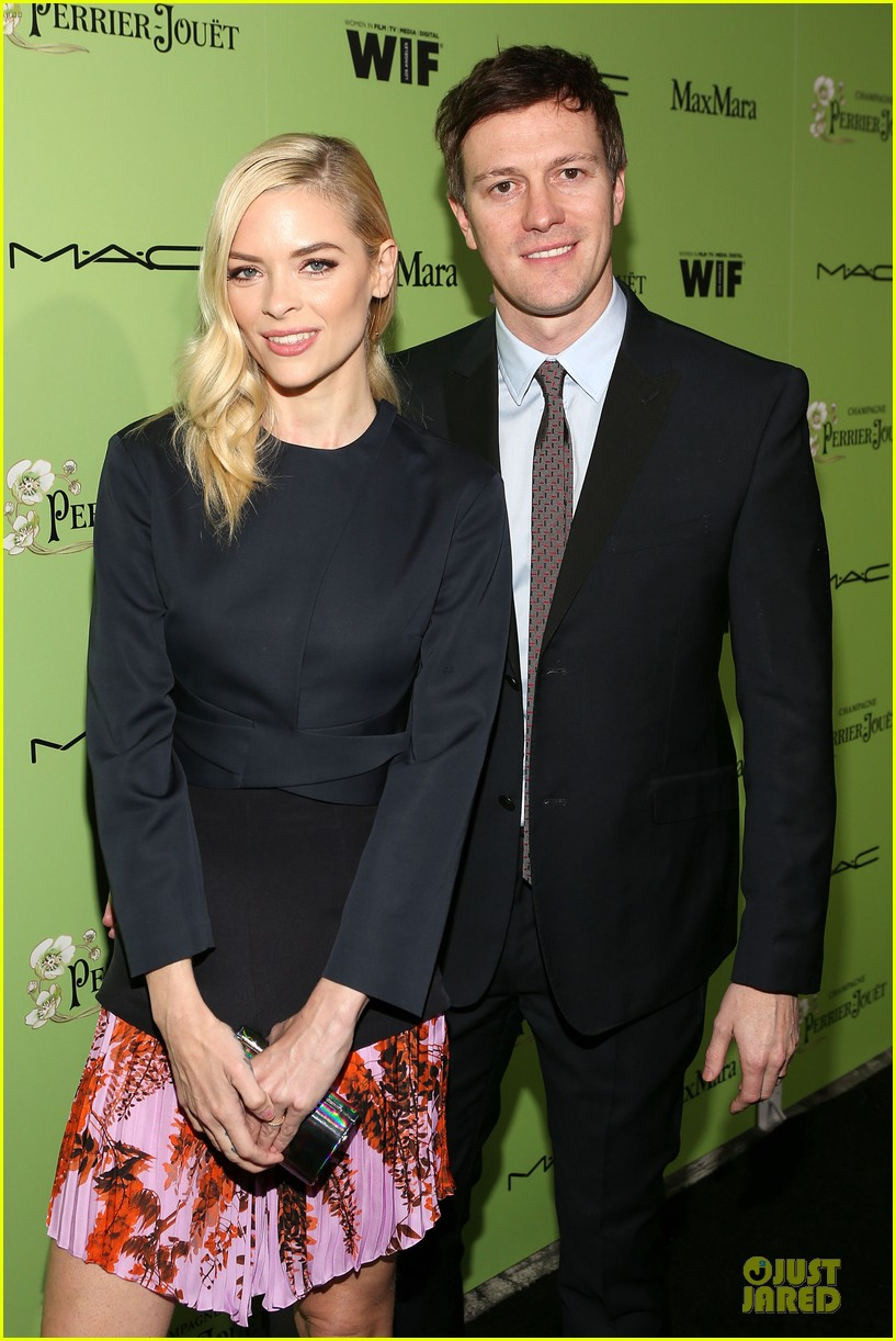 jaime king mandy moore helps honors oscar nominees at women in film party 023062597