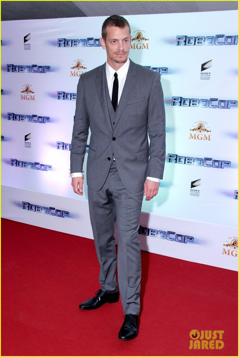 joel kinnaman suits up for robocop premiere in rio 013056425