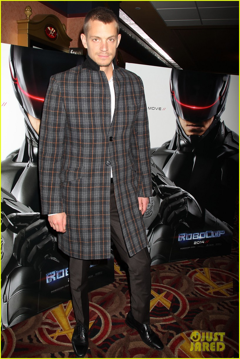 joel kinnaman surprises young fans at robocop screening 11