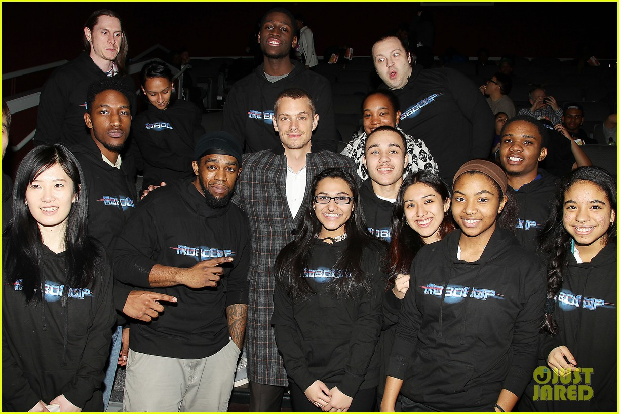 joel kinnaman surprises young fans at robocop screening 26