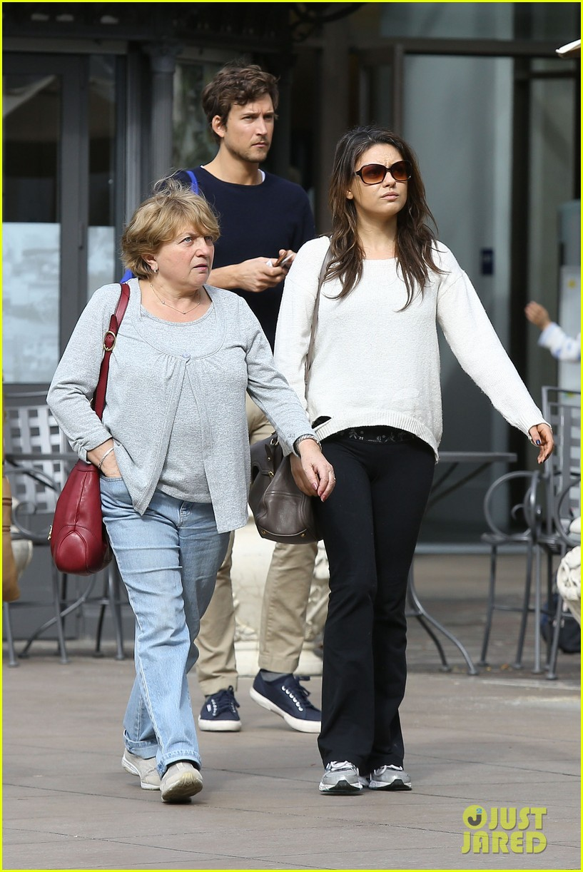 mila kunis ashton kutcher engaged report 113061946