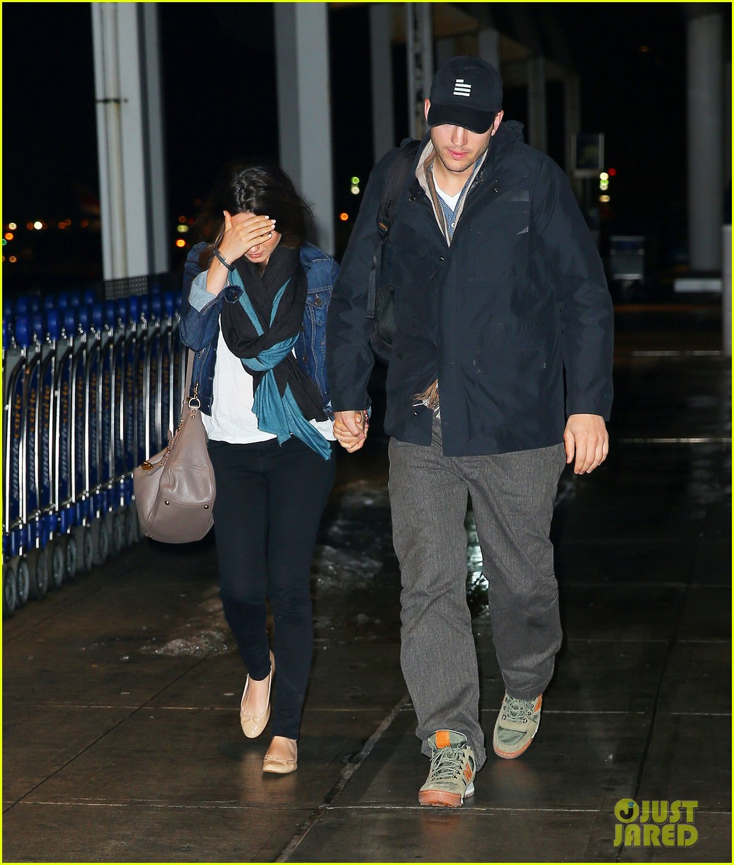 ashton kutcher mila kunis leave new york after short trip 01