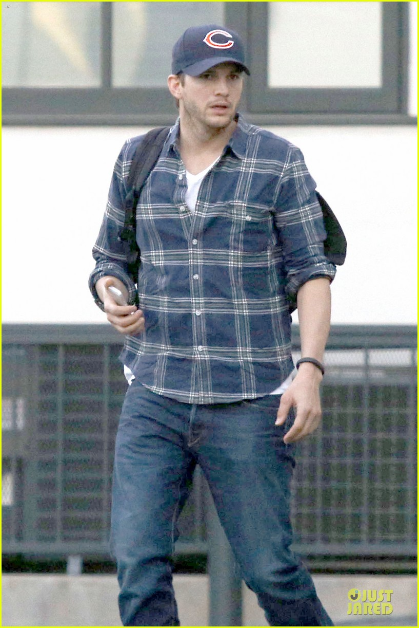 ashton kutcher are you sold on the waffle taco 023060107