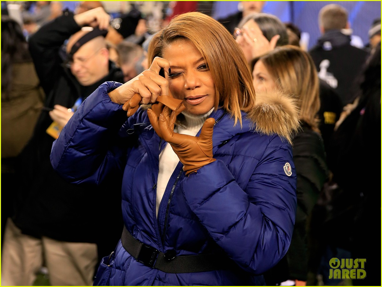 queen latifah sings america the beautiful at super bowl 2014 watch now 02