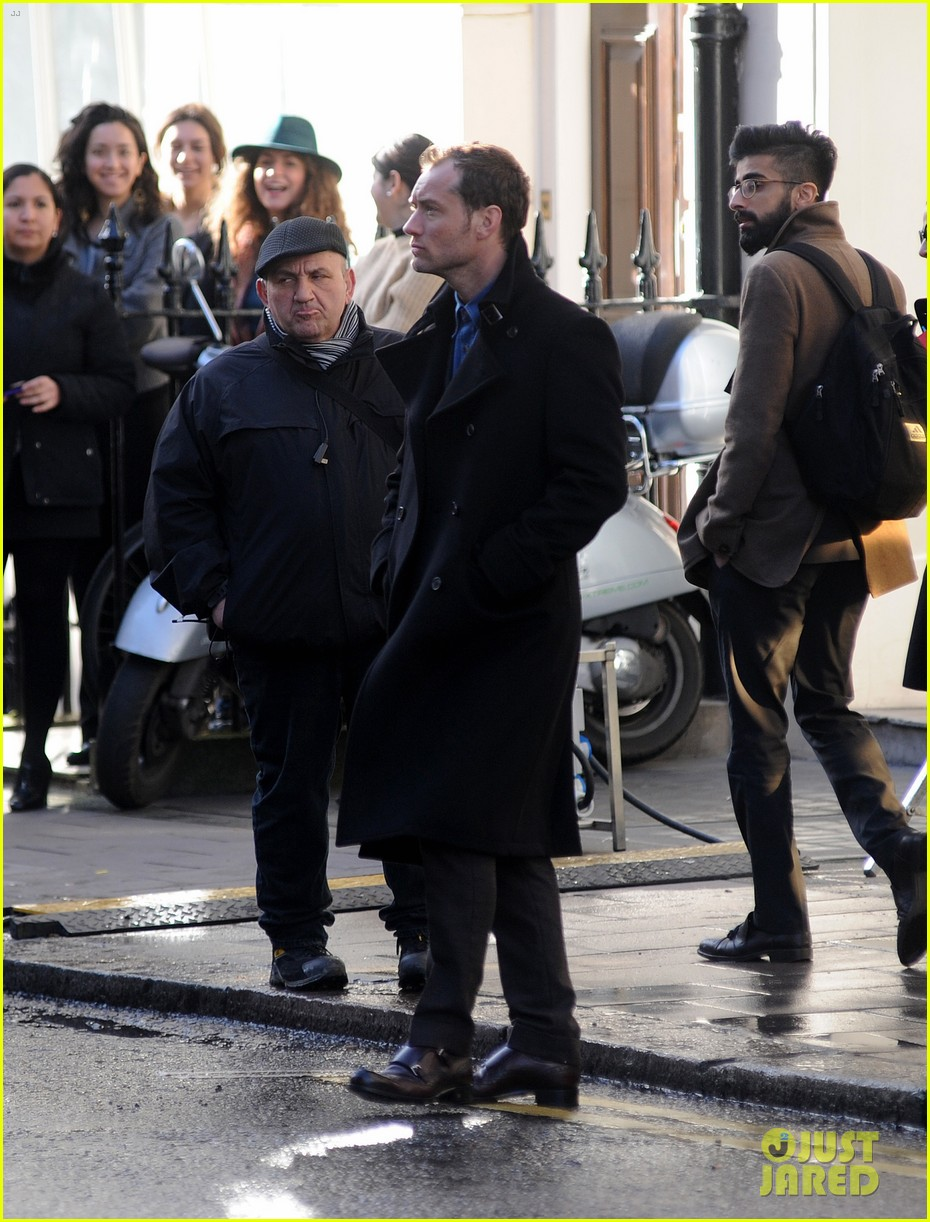 jude law begins filming an unknown production in london 11