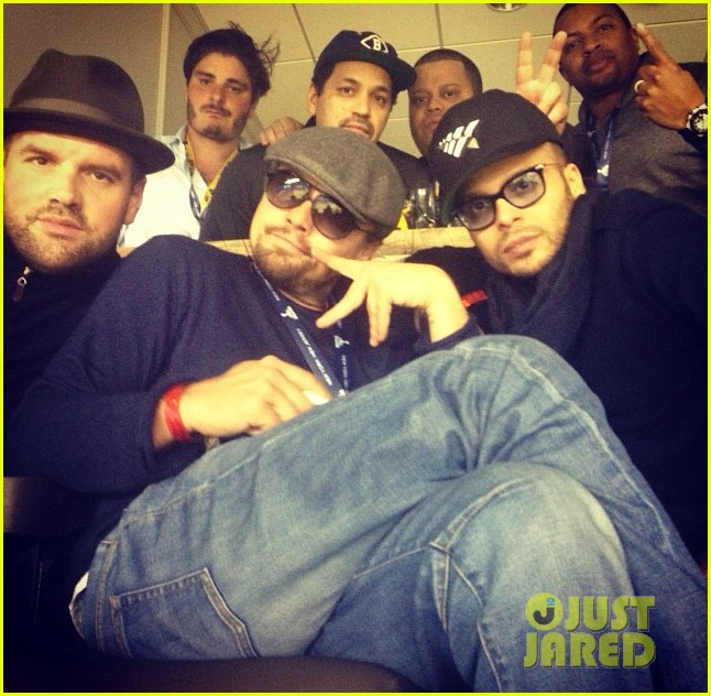 leonardo dicaprio spends super bowl 2014 surrounded by pals 013046599