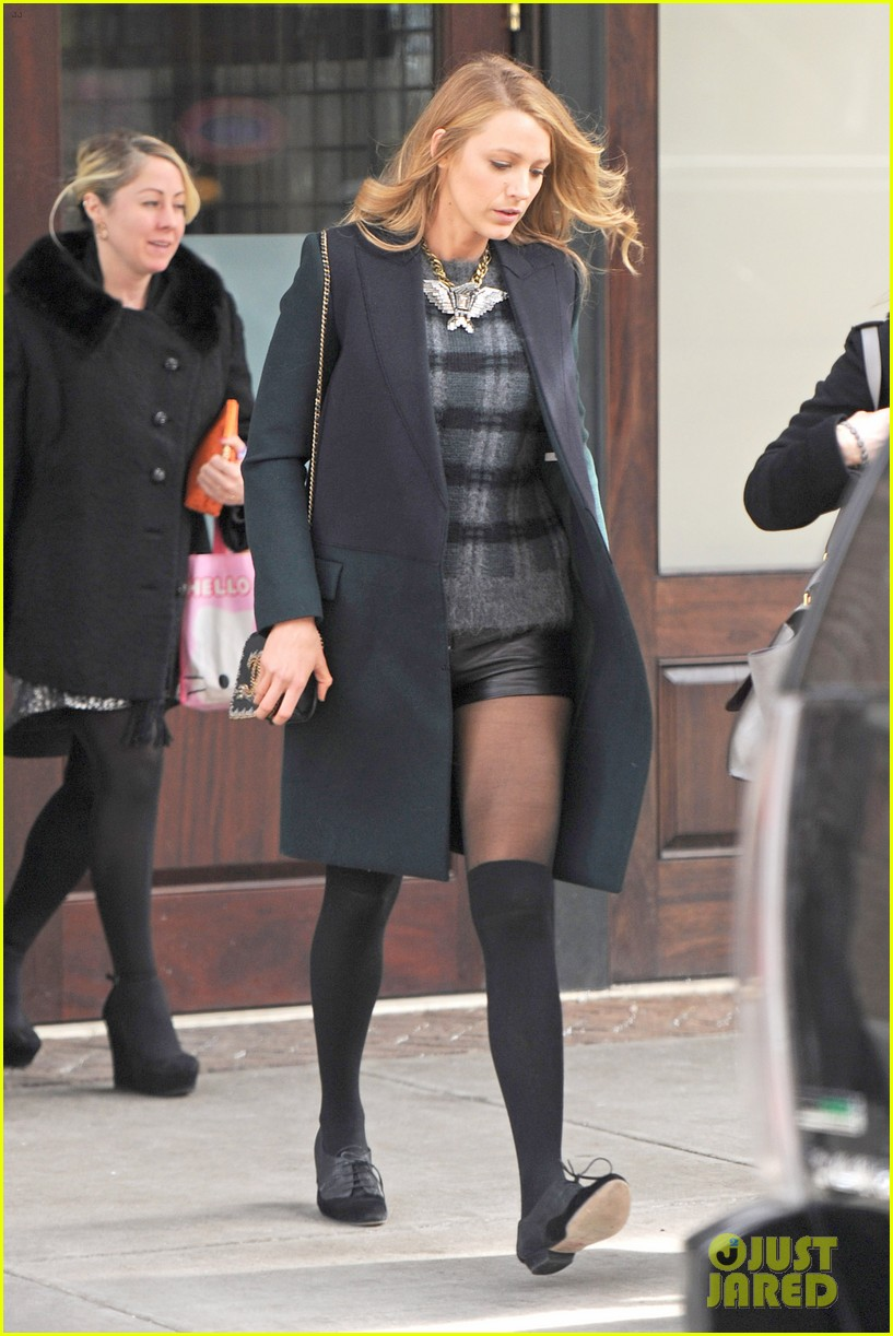 blake lively wears super short shorts in freezing new york 01