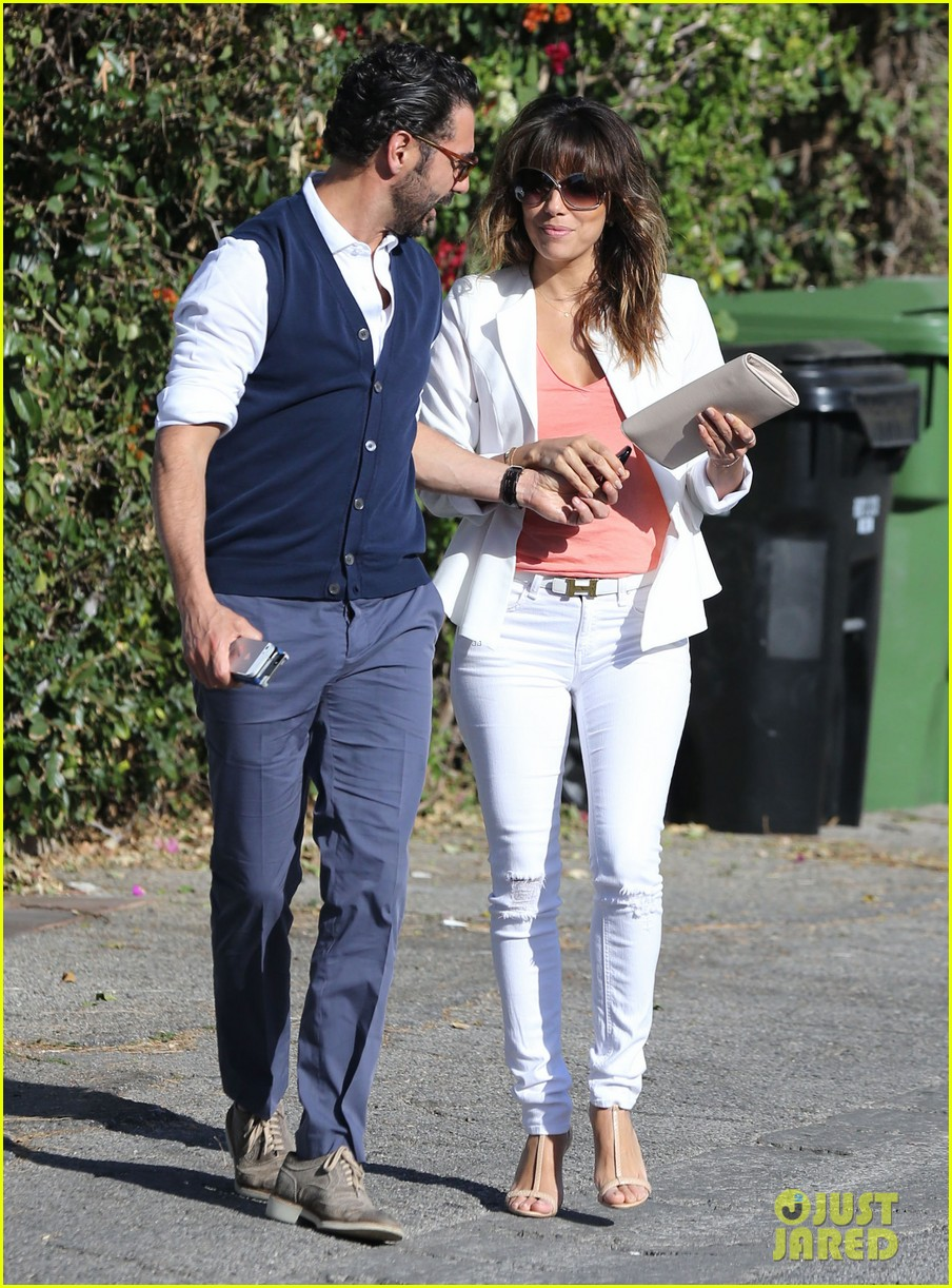 eva longoria jose baston share romantic kiss after brunch 09