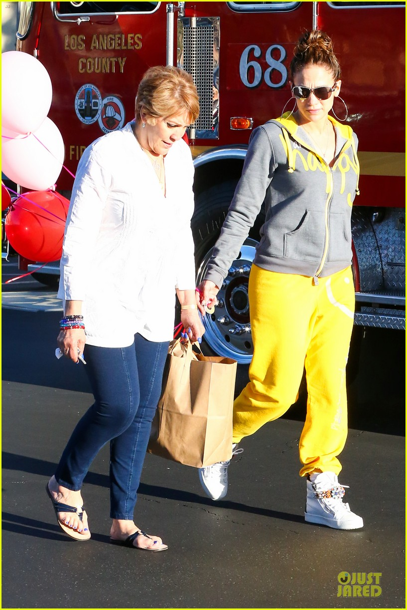 jennifer lopez valentine day lunch with mom guadalupe 033053612