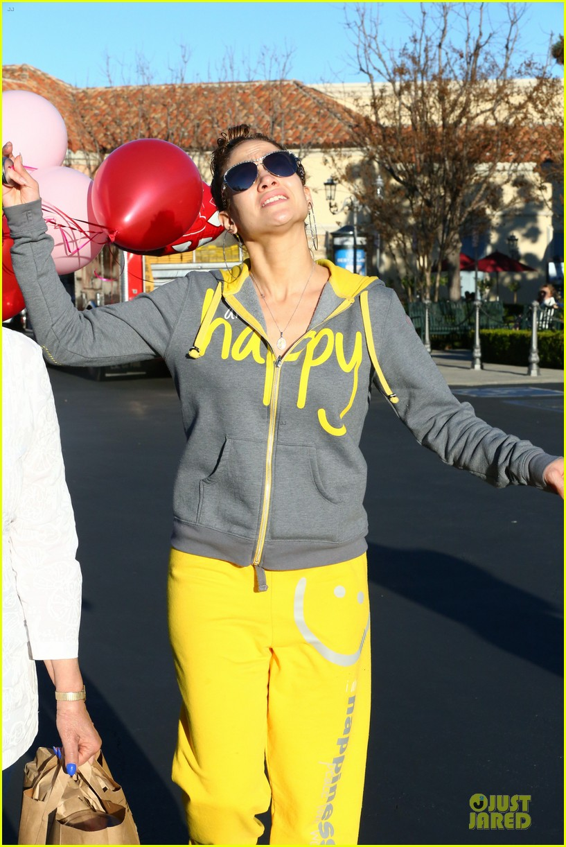 jennifer lopez valentine day lunch with mom guadalupe 103053619
