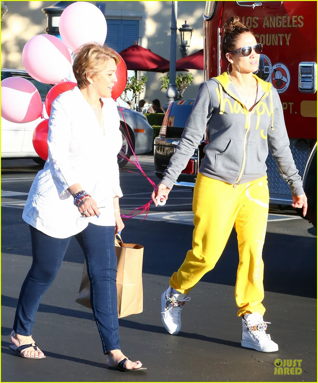 jennifer lopez valentine day lunch with mom guadalupe 20