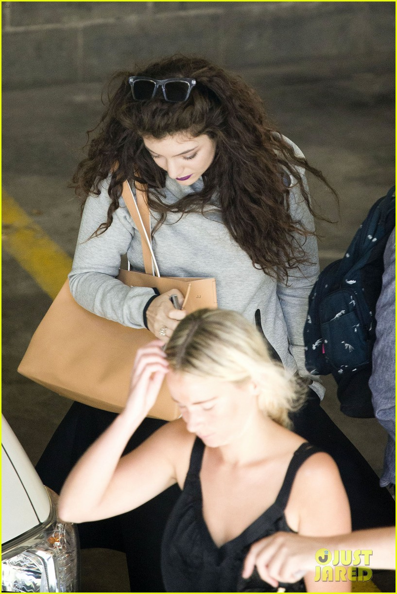 lorde takes boyfriend james lowe along for studio stop 103046961