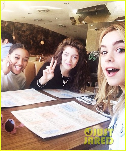 lorde gets breakfast with kiernan shipka after beach day with taylor swift 03