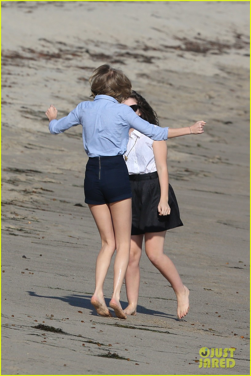lorde gets breakfast with kiernan shipka after beach day with taylor swift 133059840