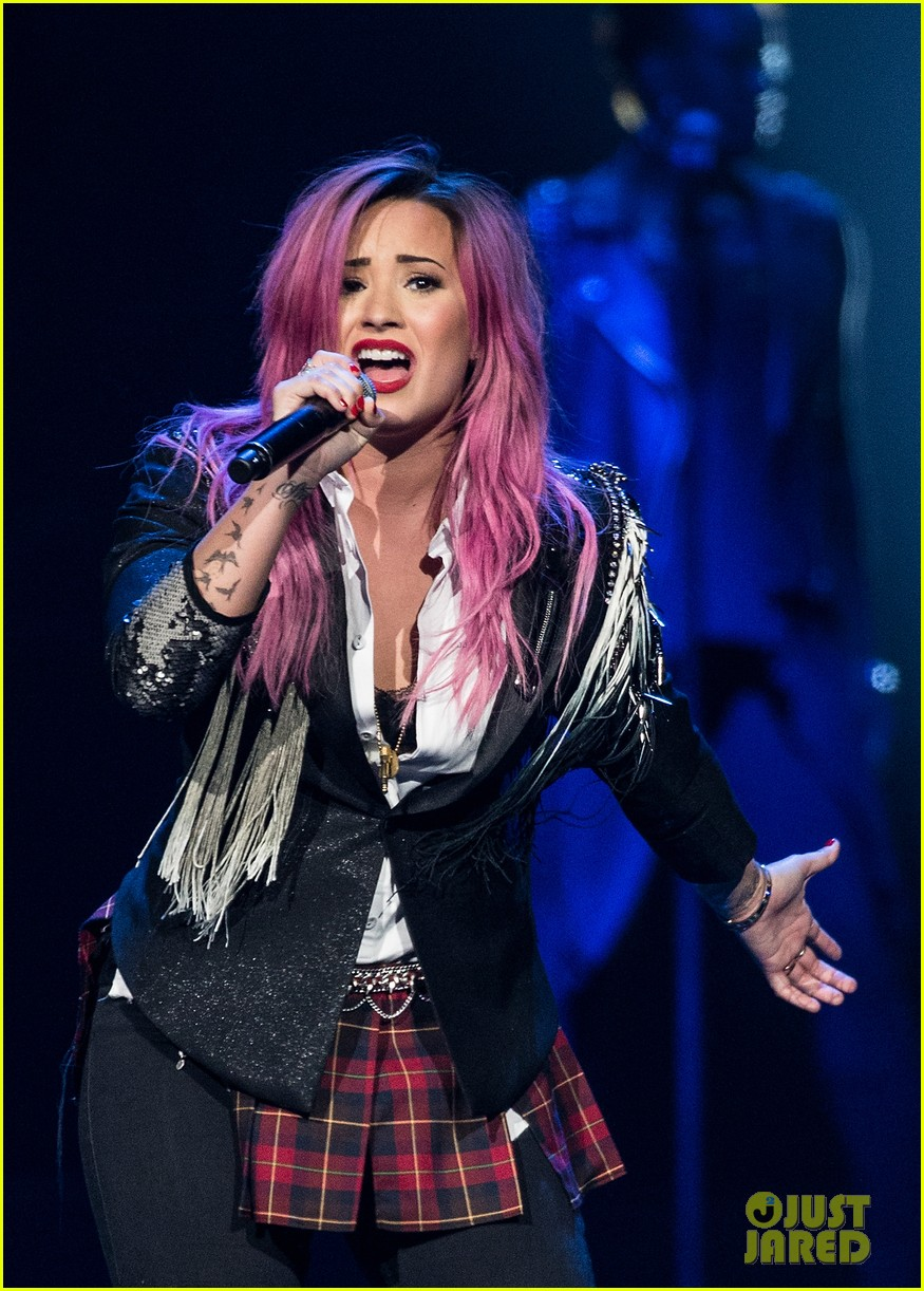 demi lovato opens neon lights tour with special guest nick jonas 043050639