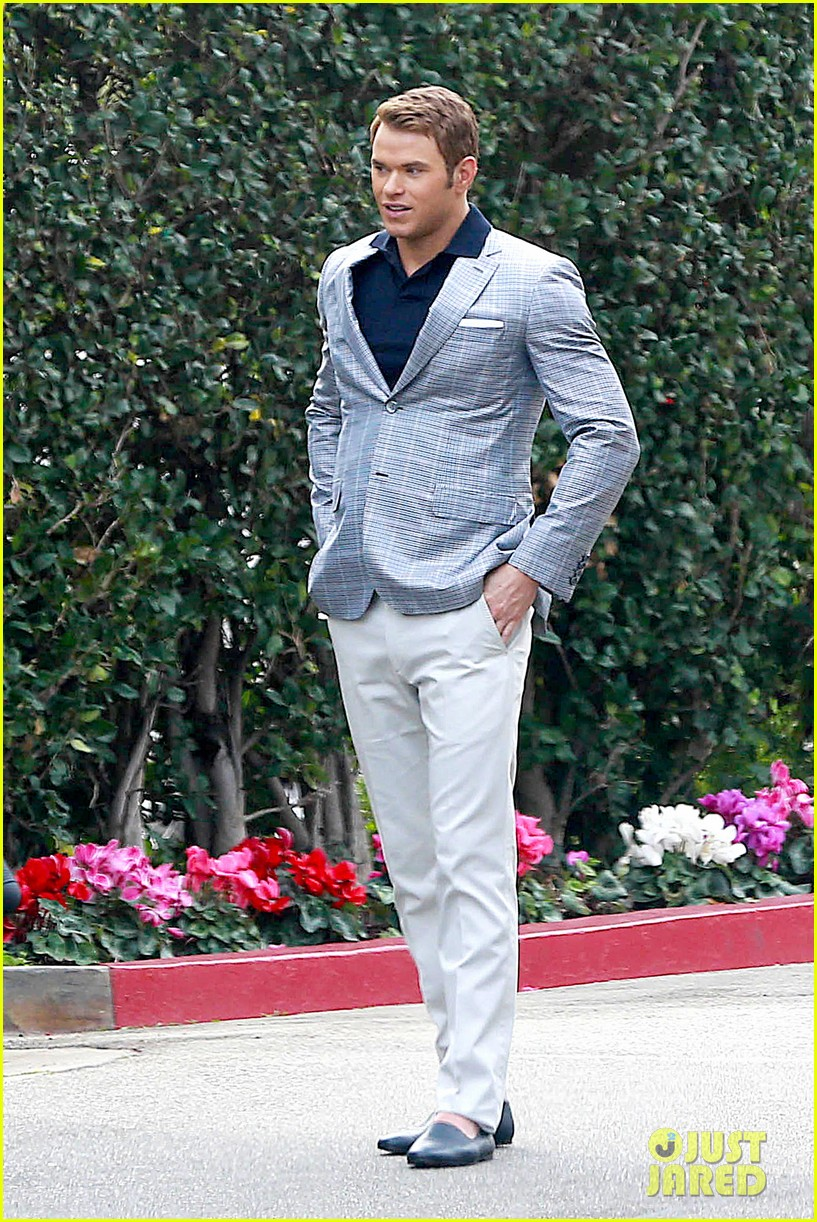 kellan lutz will support red carpet green dress at oscars 2014 063056700