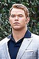 kellan lutz will support red carpet green dress at oscars 2014 04