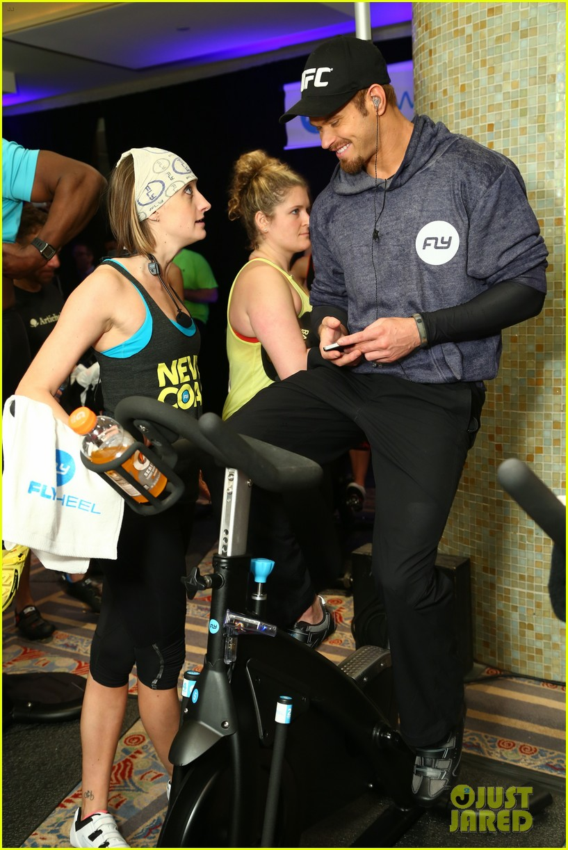kellan lutz bryan greenberg work up a sweat at nfl house 033046792