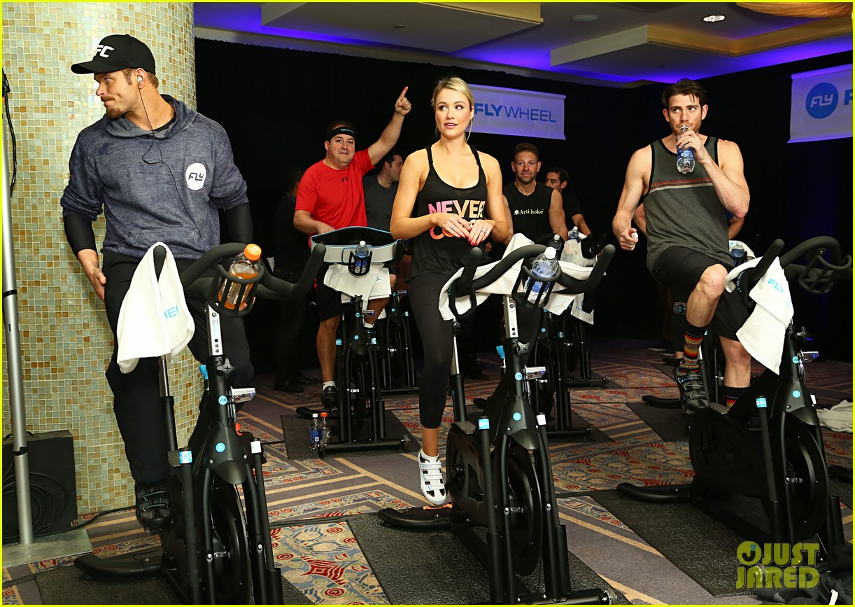kellan lutz bryan greenberg work up a sweat at nfl house 04