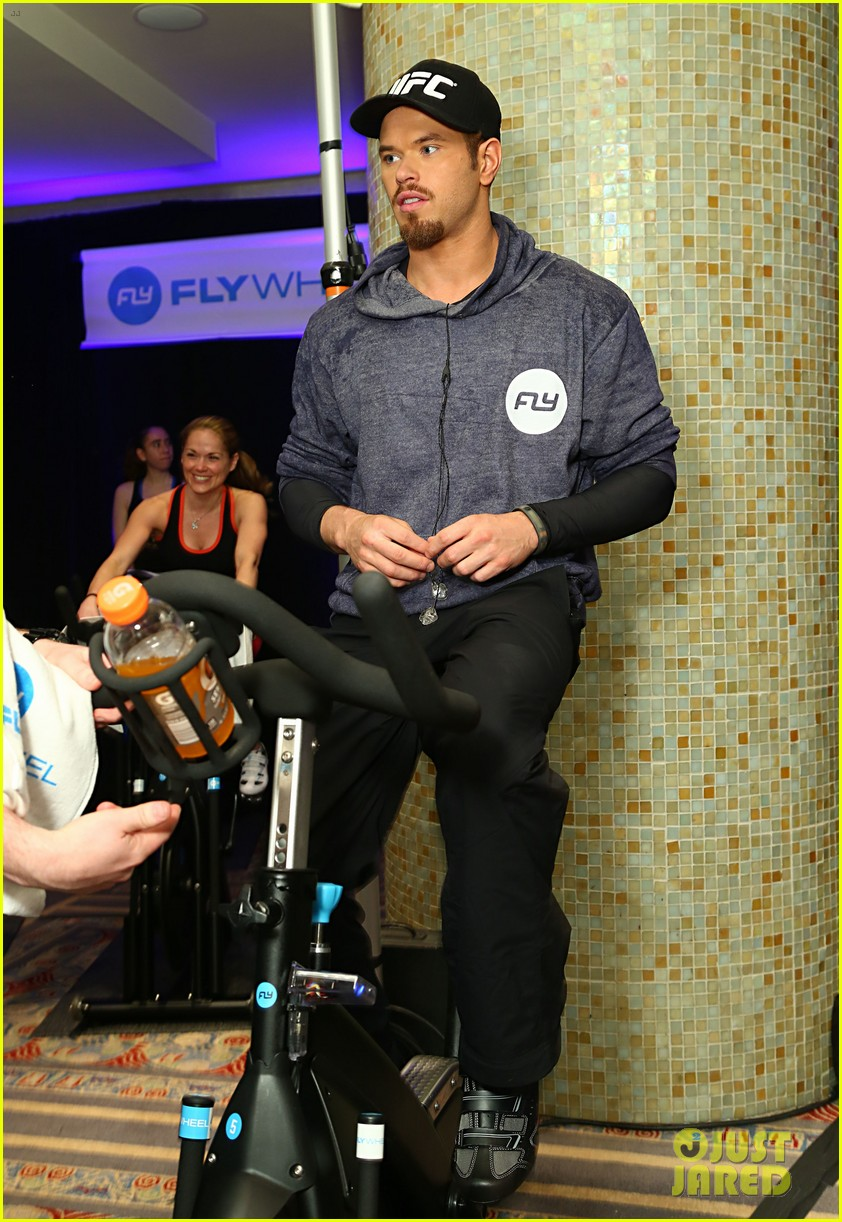 kellan lutz bryan greenberg work up a sweat at nfl house 283046817