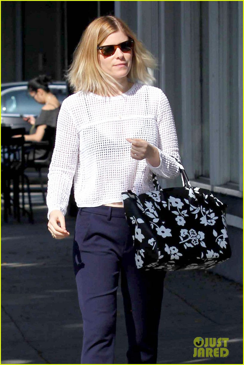kate mara steps out after binging on house of cards season 2 02