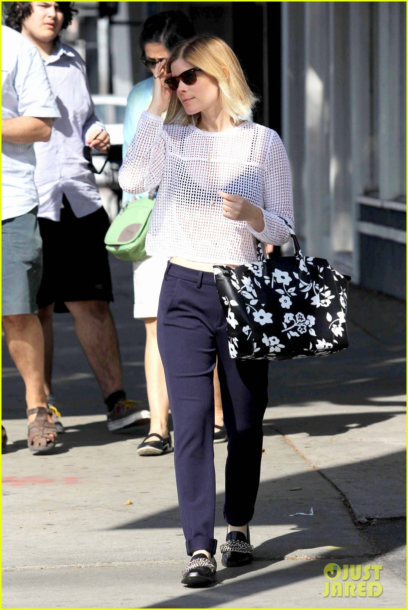 kate mara steps out after binging on house of cards season 2 033054645