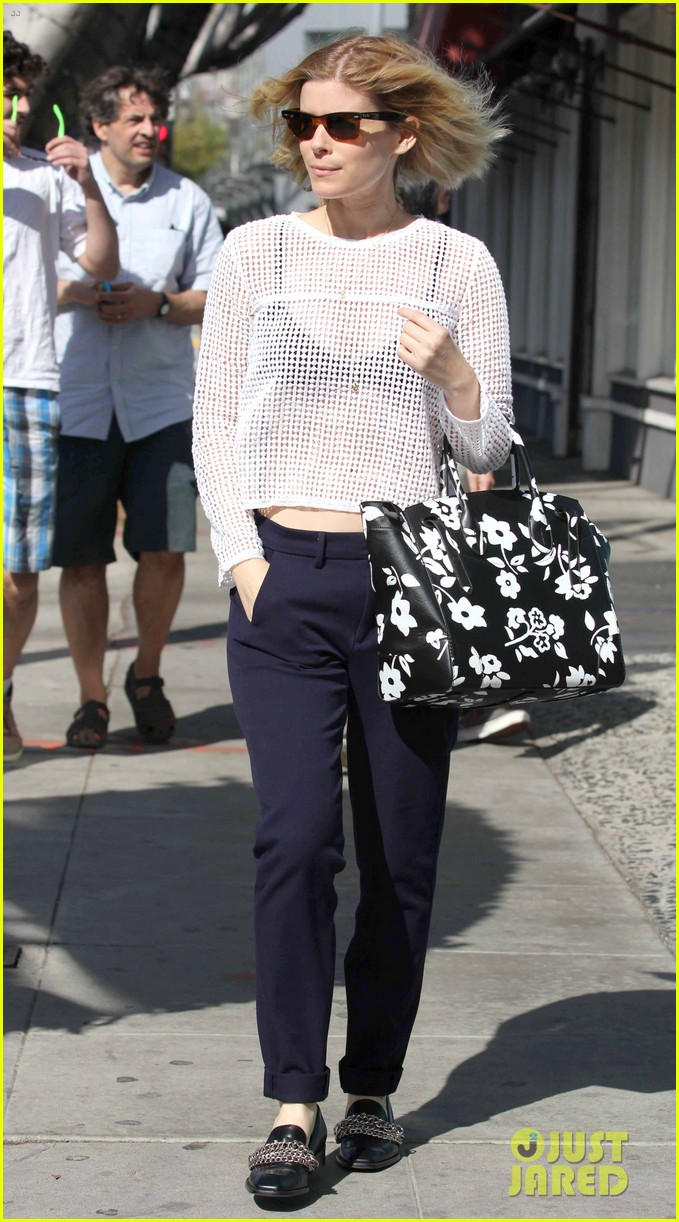 kate mara steps out after binging on house of cards season 2 10