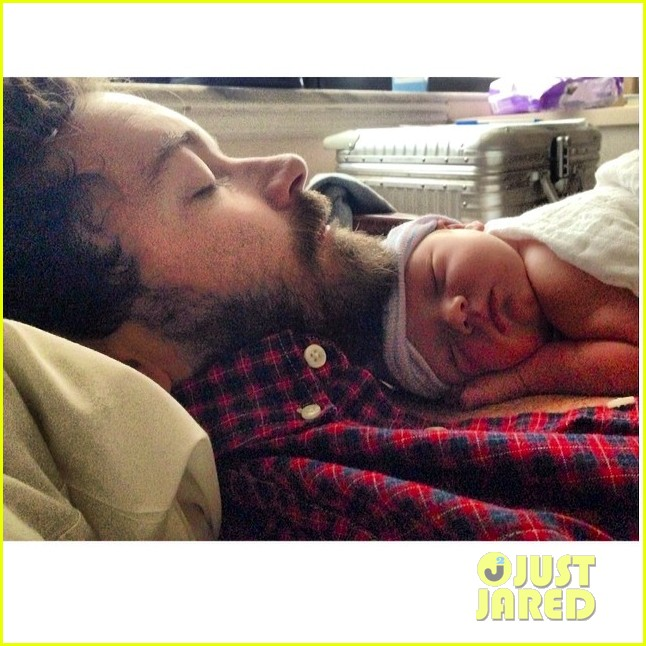 danny masterson bijou phillips welcome baby girl fiona 02