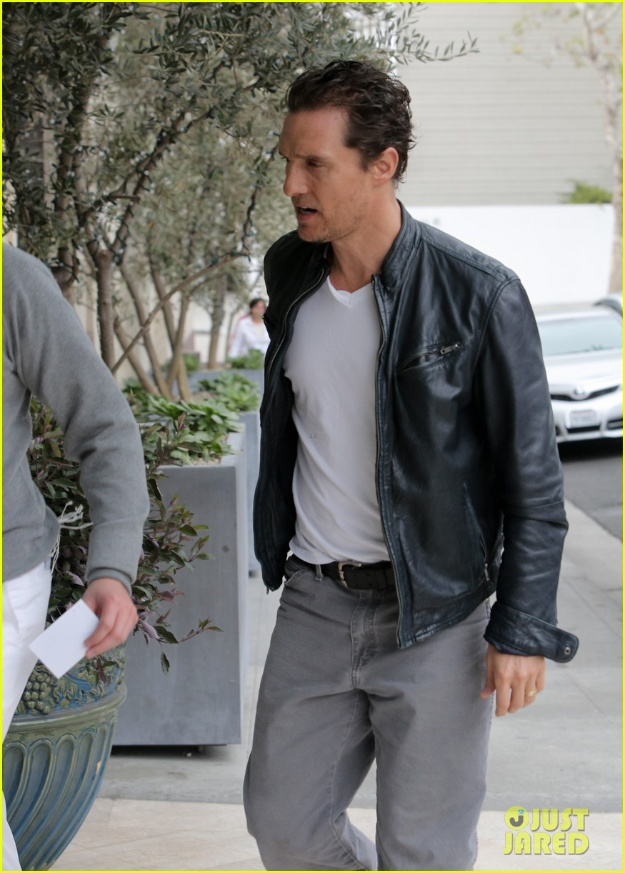 matthew mcconaughey is like a brother to woody harrelson 04