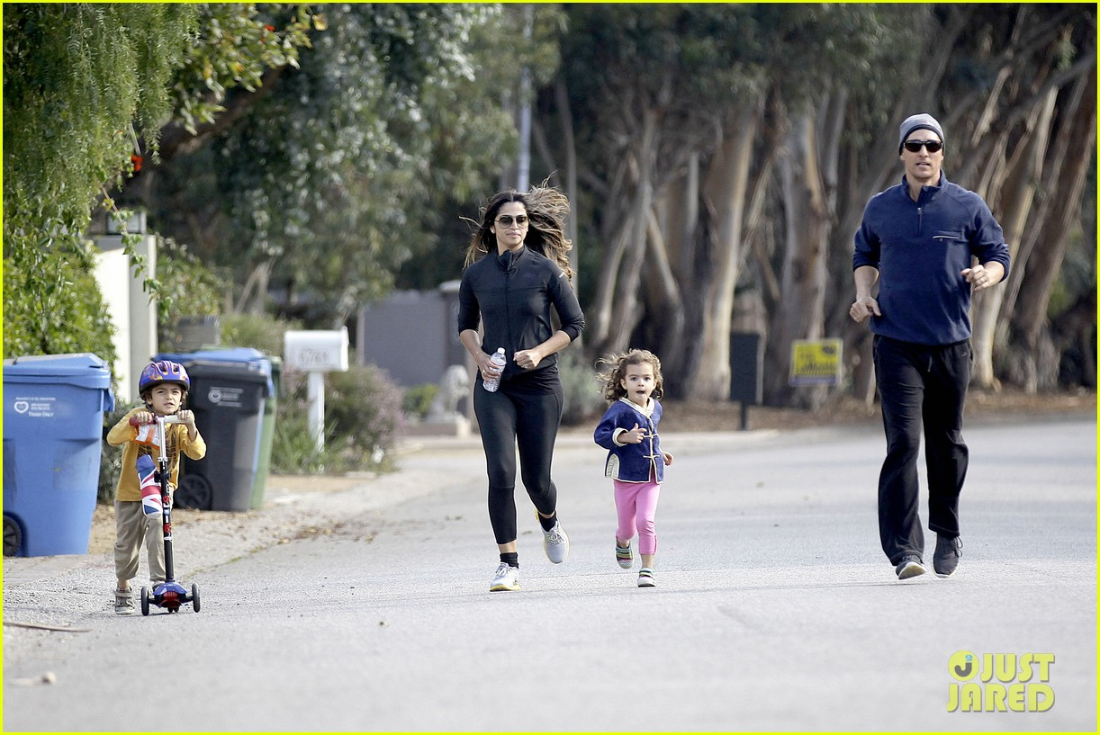 matthew mcconaughey his family work on their fitness together 05
