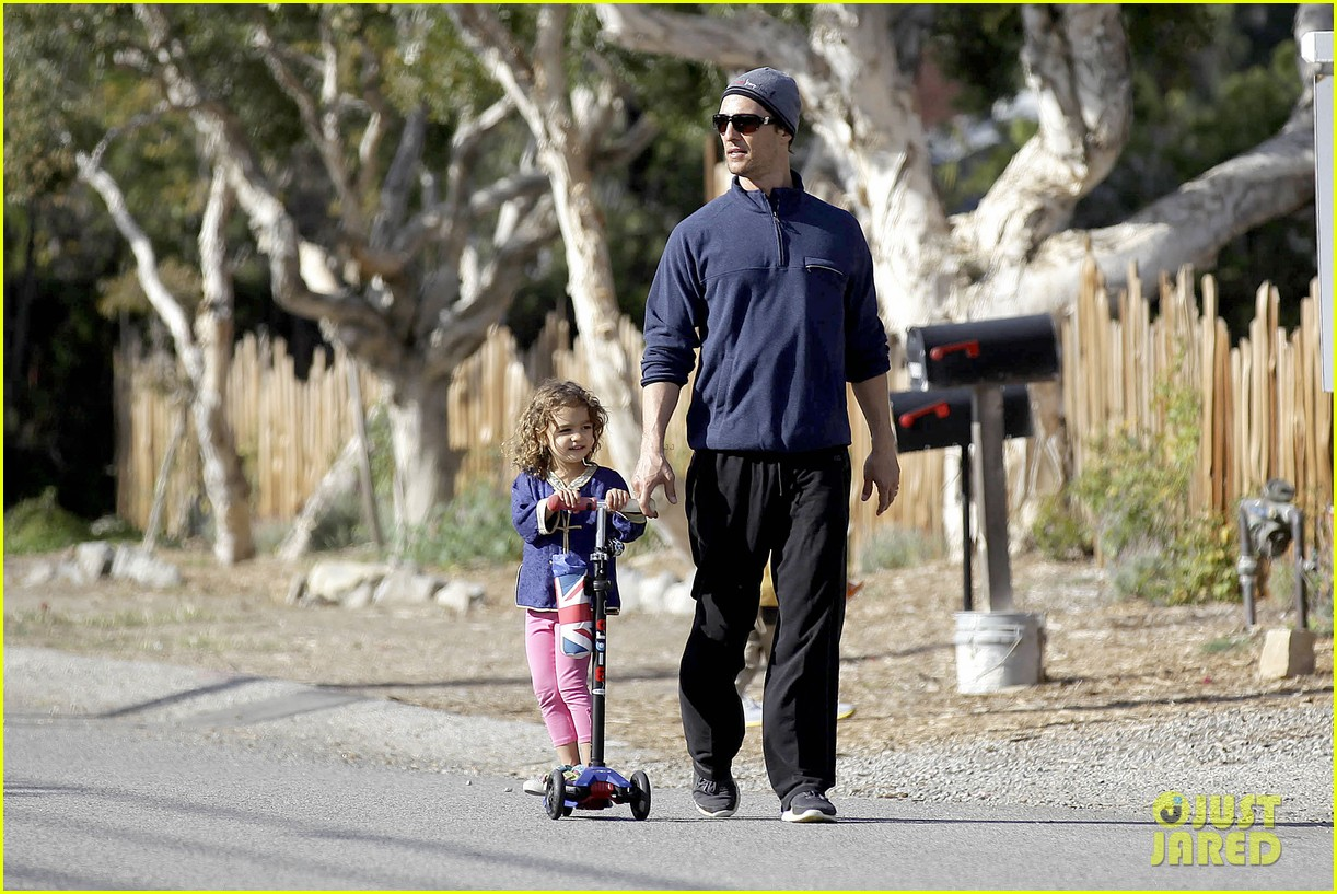 matthew mcconaughey his family work on their fitness together 15