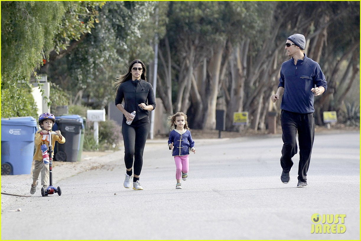 matthew mcconaughey his family work on their fitness together 20