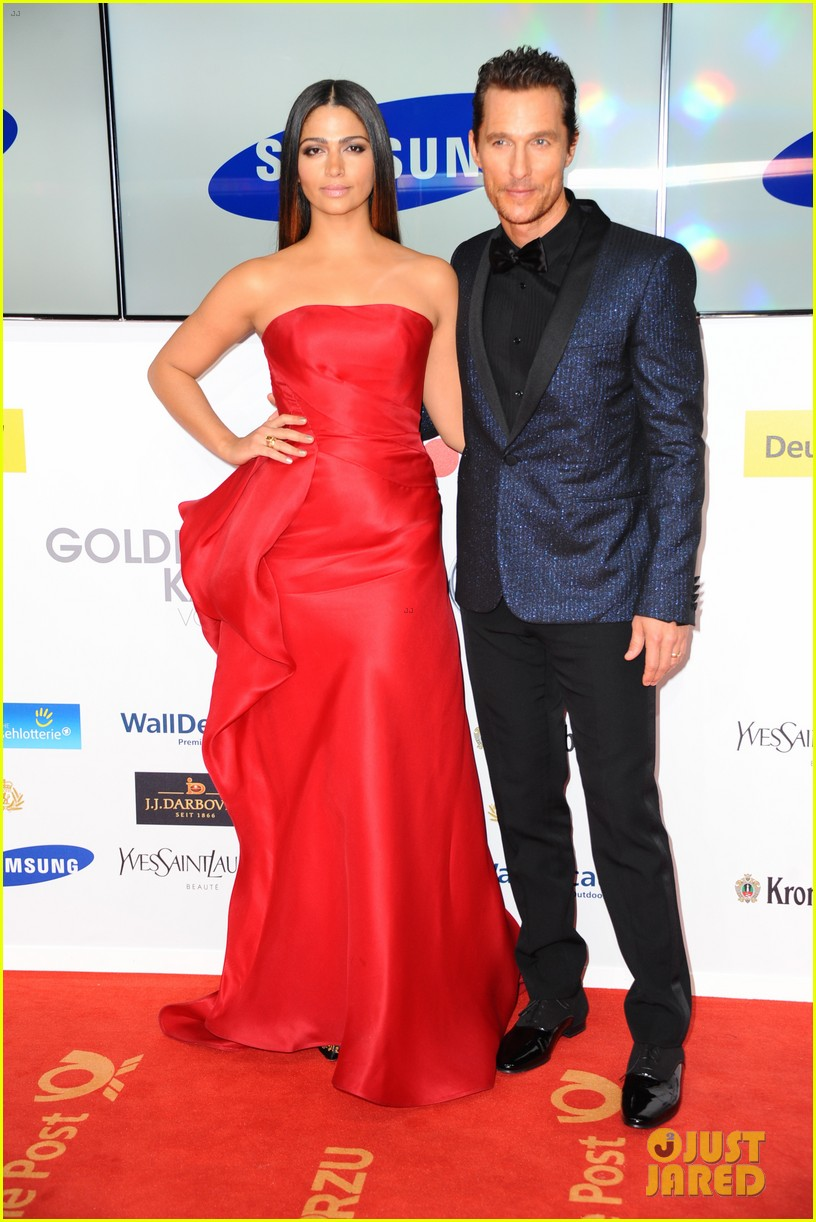matthew mcconaughey camila alves picture perfect pair at goldene kamera awards 02