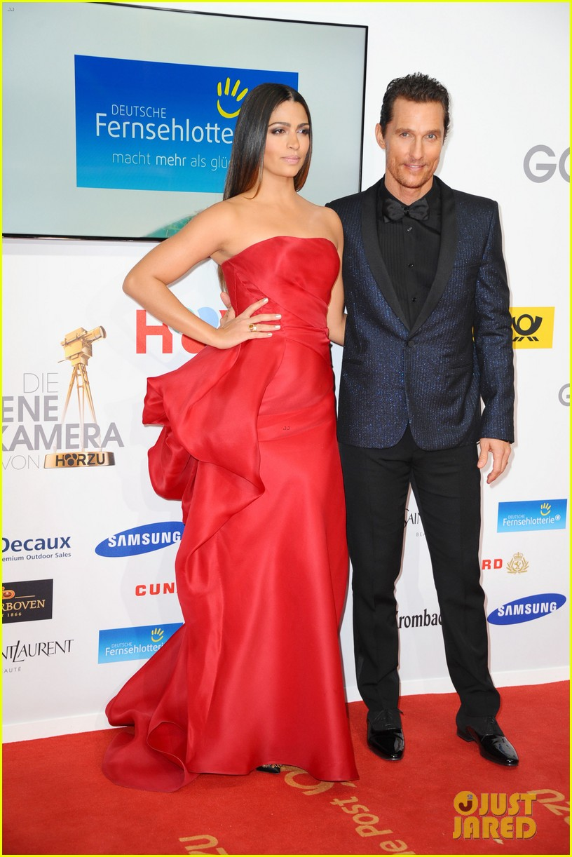 matthew mcconaughey camila alves picture perfect pair at goldene kamera awards 10