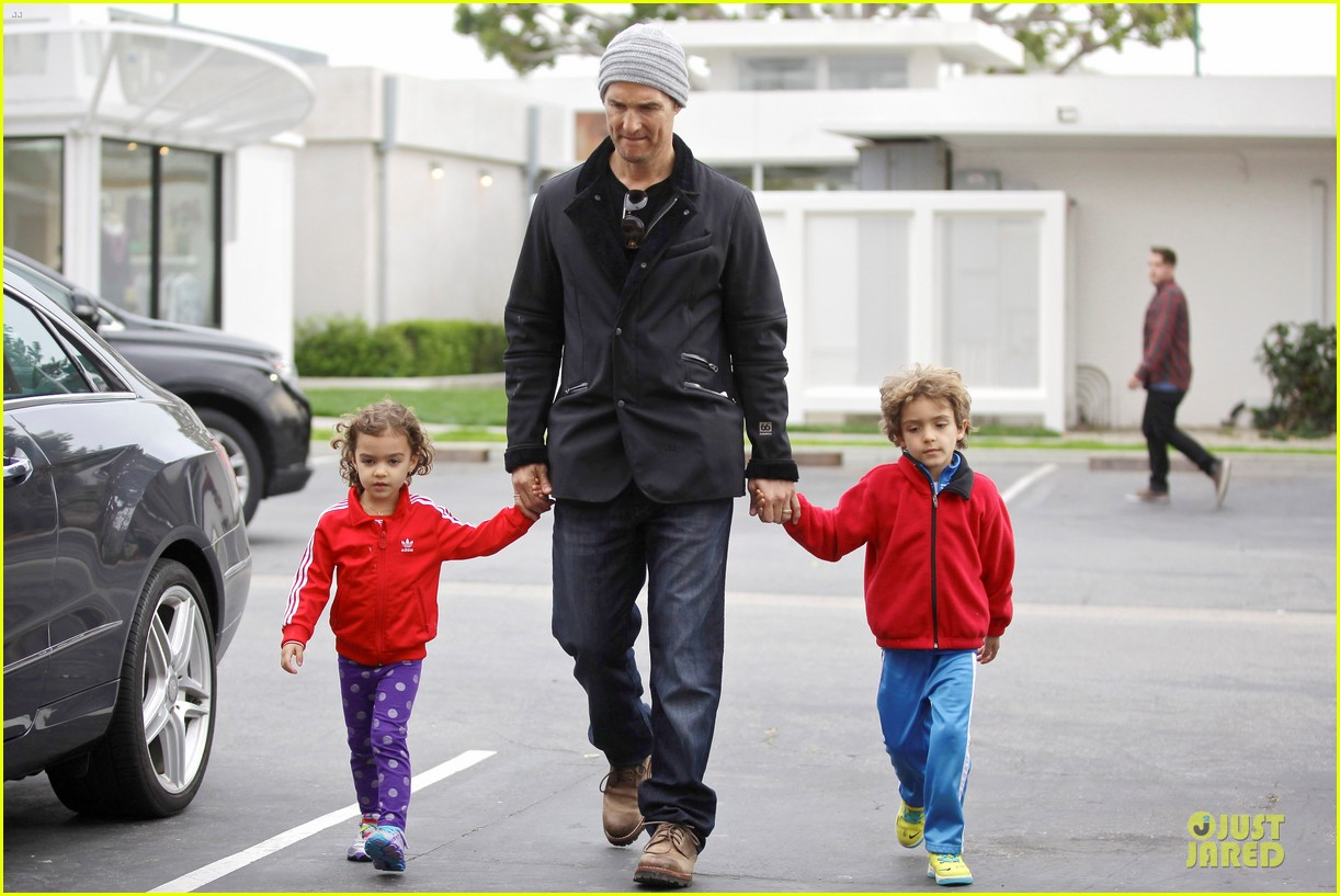 matthew mcconaughey lego movie showing with the kids 18