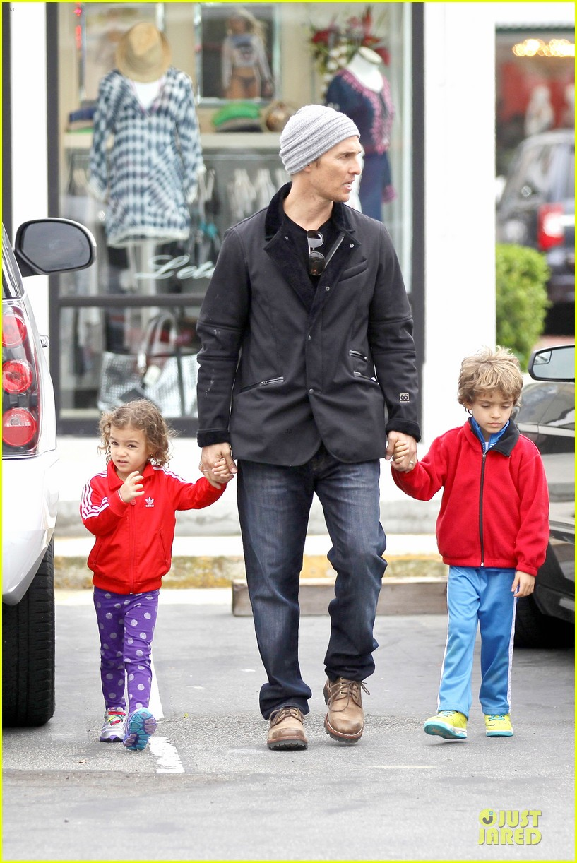 matthew mcconaughey lego movie showing with the kids 24