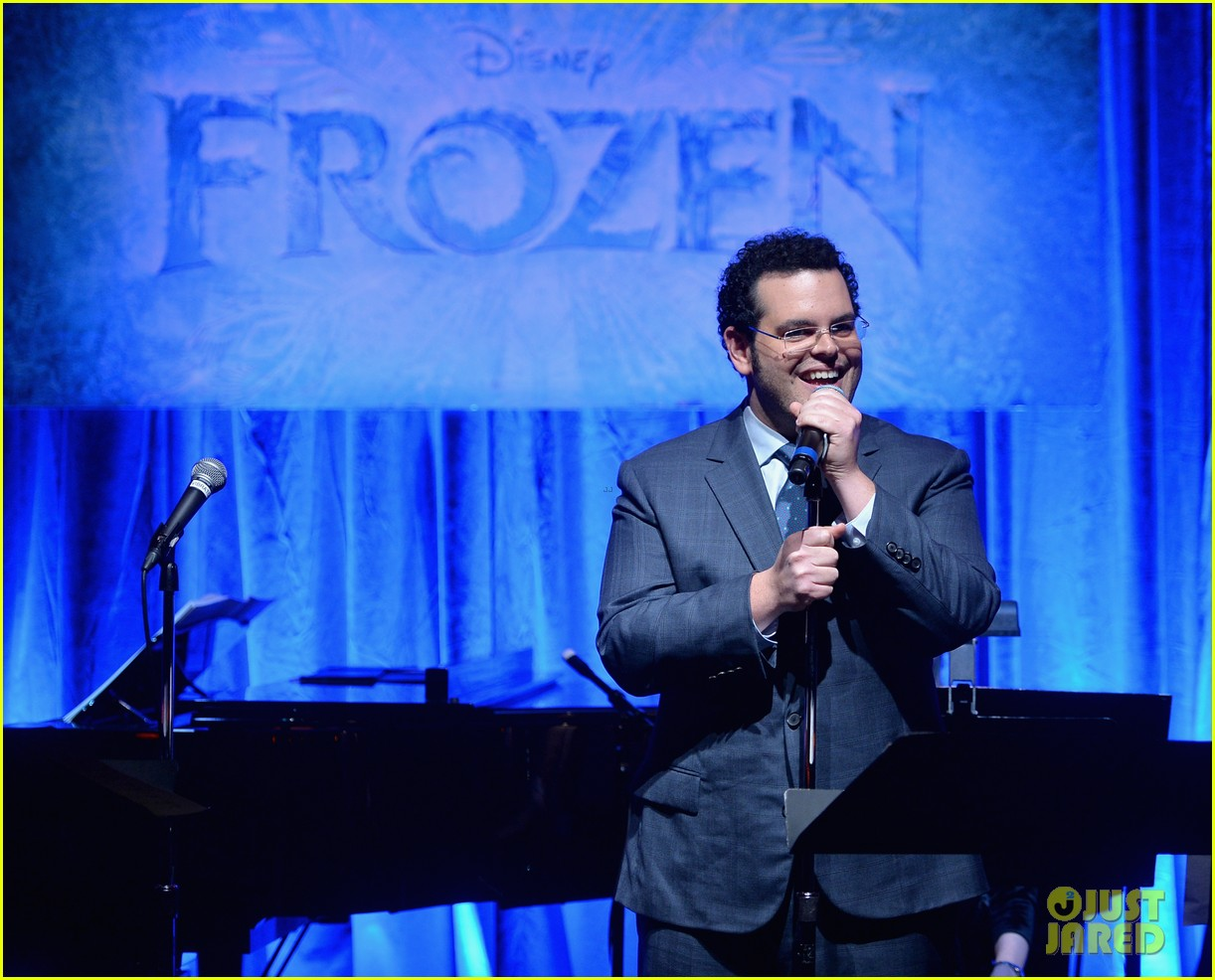 idina menzel sings let it go for frozen cast reunion 20